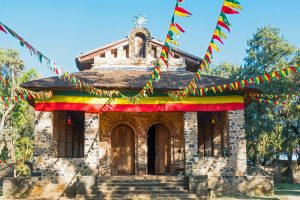 תרגום לאמהרית בתמונה: אתיופיה, גונדר, חזית הכנסייה האורתודוכסית