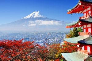 תרגום ליפנית בתמונה: הר פוג'י ביפן עטוף שלג, עם צבעי שלכת ביפן
