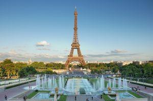 תרגום לצרפתית בתמונה: מגדל אייפל פריז, צרפת